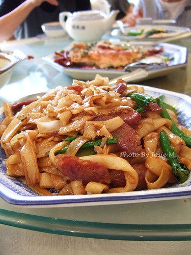 stirred fried flat noodles with sausage