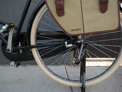 Basil Kavan II panniers on a Deluxe PB-13 (ubrayj02) Tags: old dutch bike bicycle vintage bicycling la flying losangeles pigeon bikes creme bicycles cycle biking basil chic comfort cruiser schwalbe pannier fashioned kavan flyingpigeon delata velocouture flyingpigeonla flyingpigeonlacom hs392 flyingpigeonlosangeles
