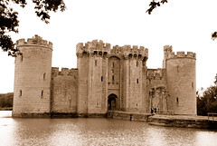 The Way Into Bodiam Castle (antonychammond) Tags: new uk england castle photo britain medieval norman keep moat nationaltrust tp middleages eastsussex causeway bodiamcastle vftw anticando vosplusbellesphotos siredwarddalyngrygge travelsofhomerodyssey newphotodistillery