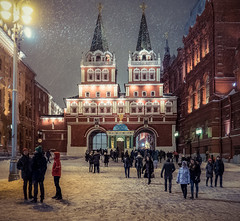 Snowy Moscow (Dmitry_Pimenov) Tags: snow snowfall snowy winter weather evening night moscow russia russian city cityscape citta urban street streetphotography streets people architecture building buildings dipimenov dmitrypimenov olympus 14150 дмитрийпименов олимпус снег москва зима