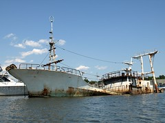 Ship Wreck, Flushing Bay, New York City (jag9889) Tags: county city nyc ny newyork abandoned graveyard kayak ship queens kayaking eastriver borough wreck paddling 2009 collegepoint flushingbay y2009 jag9889