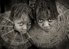 Two Pokot girls with necklaces  - Kenya (Eric Lafforgue) Tags: africa girls beads kenya culture tribal tribes bead afrika tradition tribe ethnic kenia tribo necklaces afrique ethnology tribu eastafrica beadednecklace pokot qunia 7366 lafforgue ethnie  qunia    beadsnecklace kea    a