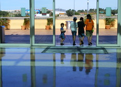 Kids at Forum Montijo.... (Loca....) Tags: portugal reflections reflexos montijo queijinhos forummontijo locabandoca 382009