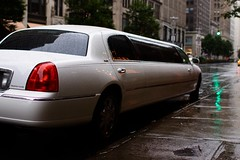Manhattan (Gwenal Piaser) Tags: new york nyc usa white newyork 35mm canon eos manhattan july canoneos 2009 limousine 35mmf14 50d 35l canonef35mmf14lusm eos50d canoneos50d ef35mmf14lusm unlimitedphotos gwenflickr