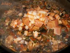 Noodles de teriyaki con kombu añadir langostinos y salmón