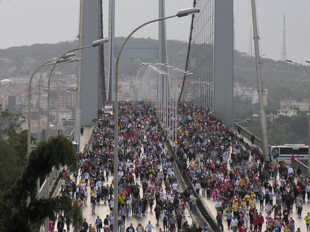 4022190571 dc018f3bc7 z Isztambul Eurázsiai Maraton (32)