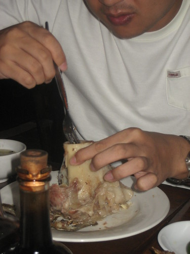 Look at Jae dig into that bone marrow!