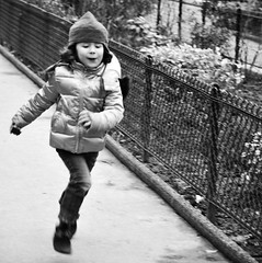 Running away from le mur des je t'aime (prcralexandra) Tags: street bw girl expression howeveritsstillmylife