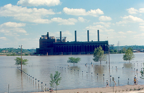 electric river flooding flood 1970 powerplant peoria illinoisriver eastpeoria cilco centralillinoislightco