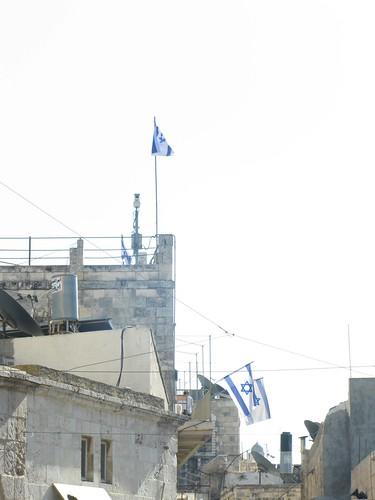 Banderas israelíes en el barrio musulmán de Jerusalén (by jmerelo)