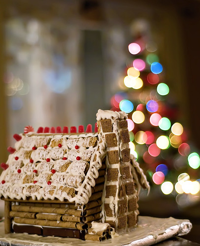 gingerbread log cabin w / chaminé
