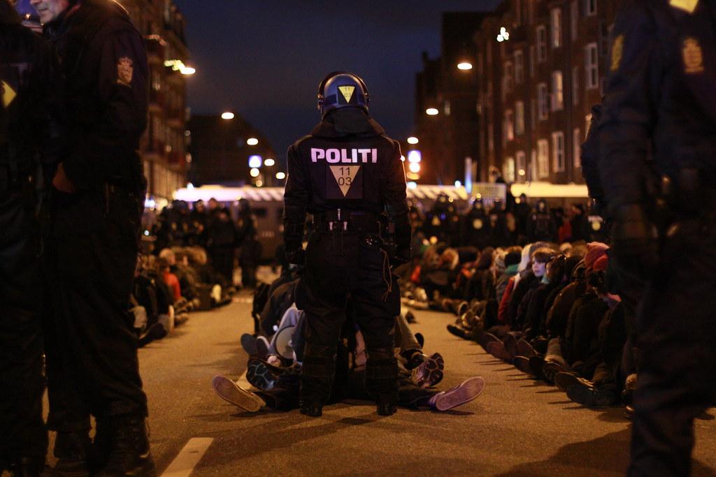 Mass arrests on Amagerbrogade