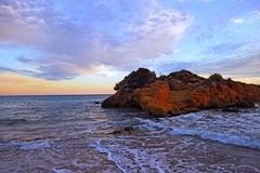 La Roca dormida - Cala Tamarit (Encarna Minet) Tags: landscape atardecer playa catalonia catalunya cala tarragona platja paisatge postadesol tamarit altafulla