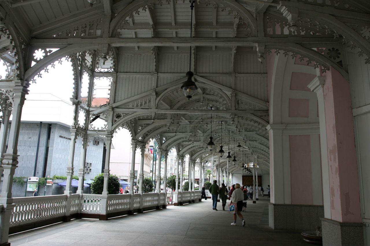 083.粉紅風格的溫泉迴廊
