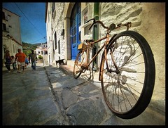 Like impotent fools (Sator Arepo) Tags: street bicycle wheel reflex surrealism olympus explore frontpage e1 zuiko dal cadaqus uro 714mm gettyimagesspainq1 gettyimagesiberiaq3 gettyimagesiberiaq12012