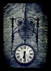 Tiempo roto (csm_web) Tags: espaa andaluca spain bilbao granada reloj viejo cristal roto agujas estropeado relojdepared csmweb