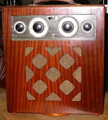 Radio portable-r (Geher) Tags: france radio de son musée sound museums orgues yonne enregistrement barbarie cylindres tournedisques stfargeau limonaires magnétophones