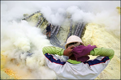 smoke and scarf - Kawah Ijen (Maciej Dakowicz) Tags: sea lake water work indonesia java asia smoke steam health labour environment sulphur worker sulfur heavy hazardous kawahijen souheasasia