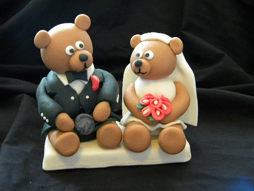 handmade fondant wedding bears with kilt