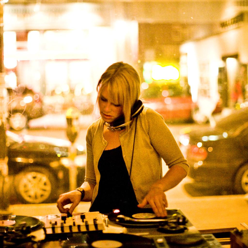 Hey DJ, Plate 2
