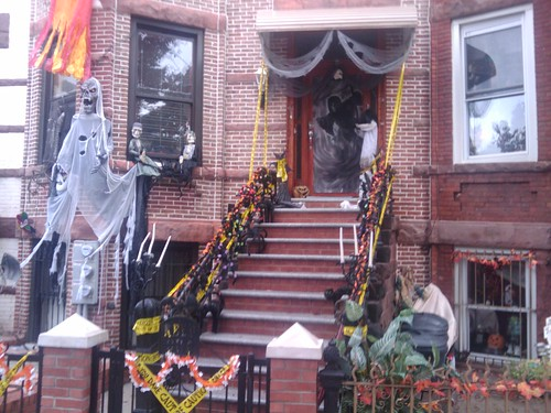 Crazy Halloween Displays Old House Web Blog - Crazy Halloween Decorations