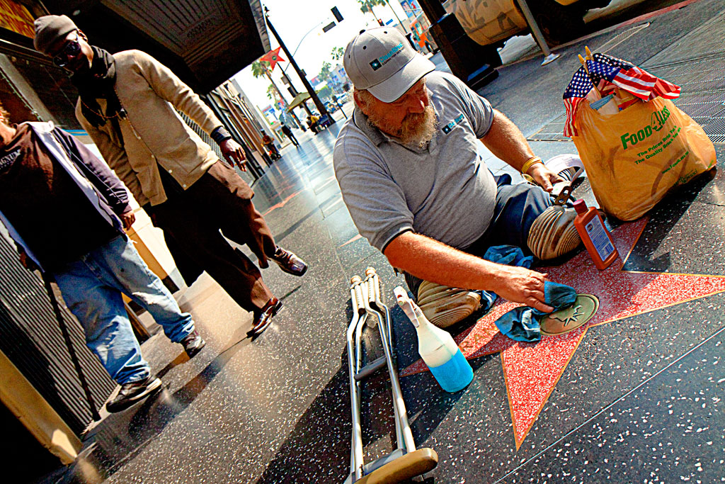 Double-amputee-cleaning-star--Hollywood-2