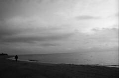 Il mare in Autunno (padesig) Tags: autumn rollei hc110 retro 100 autunno canoscan gossen selfdeveloped paolodelsignore rolleiretro100 gossenlunasix3 retro100 unusualseasons canoscan8600f lunasix3 filmdev:recipe=5510