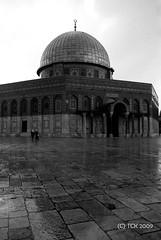 Dome of the Rock (majortom16) Tags: blackandwhite film rain 35mm israel blackwhite women minolta kodak muslim middleeast hc110 domeoftherock mosque jersualem 125 plusx x9 dilb