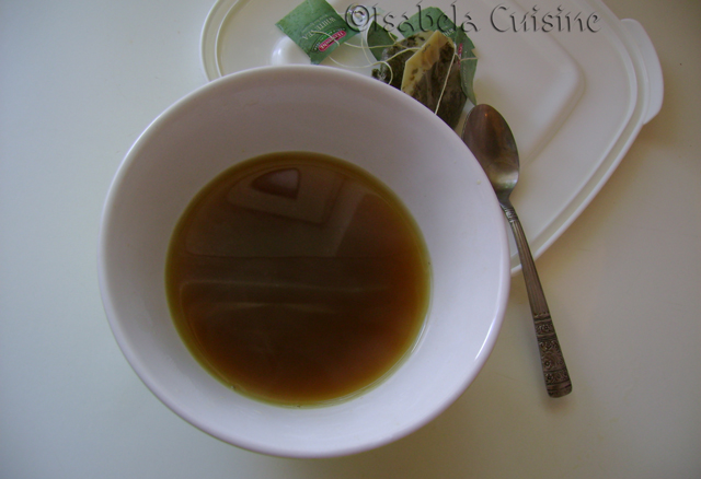 Praline flavored with white tea