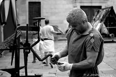 Artesano en la antigua Roma (By  Jess Jimnez) Tags: people byn portugal canon photography bn jc braga jess repblicaportuguesa 450d canon450d canoneos450d kdds n309 kddsvigo jessjimnezcarceln estradanacional309 jessjcphotography