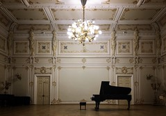 The #piano #evening. The D.D. Shostakovich St.Petersburg Academic #Philharmonia.  #Saint_Petersburg. #Russia (Vitalii Kavun) Tags: chandelier white gold hall music piano philharmonia saintpetersburg russia