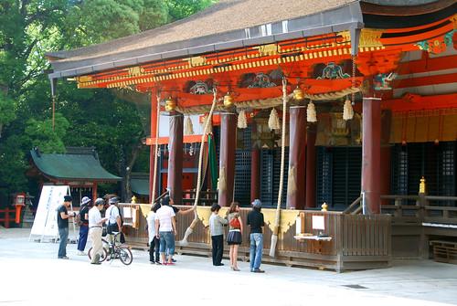 worshippers ringing bells at yasaka-jinja, kyoto