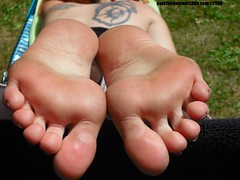 m5120 (foot journal) Tags: feet fetish toes smooth rough soles solas 2010 fetiche fot sula tenen sohlen semelles feticcio fse fotsula parkfootjournallivecom
