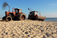 homecoming fishermen (Werner Schnell Images (2.stream)) Tags: sea tractor beach boot boat traktor fishermen baltic explore homecoming fisher ostsee fischer usedom werner ws schnell heringsdorf ahlbeck explored wernerschnell ©wernerschnellallrightsreserved