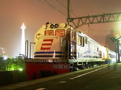 CC201-26R Locomotive ft. CirEks Train posed with Monas (chris railway) Tags: railroad station train indonesia tren photo eisenbahn railway zug nightshoot jakarta locomotive stasiun bahn treno railfan stoker ka monas cirebon spoor locomotora ferrocarril ferrovia treni spoorweg  locomotiva   chemindefer  pocig monumennasional      gambir tegal  lokomotif ferroviaire keretaapi  cc201  masinis tuho  cireks      oto cc20126 mblusuk aguscn ferrovira fotografiaferrovira