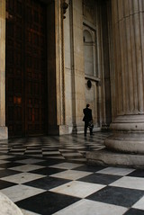 business man on ska floor (Henrique Godoy) Tags: door wood bw man london mobile stone pilar walking big phone floor post cathedral sony pillar chess stpaul pb business tiles londres porta celular cho a200 azulejo squared piso xadrez quadriculado henriquegodoy henrikegodoy