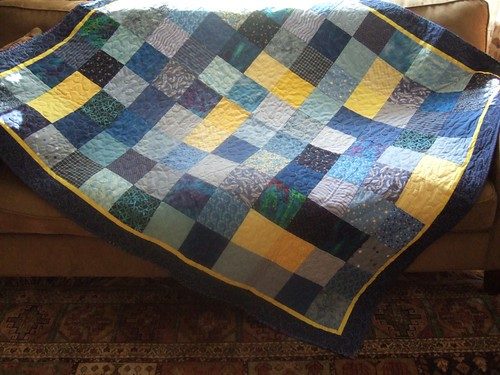 Mom's blue quilt: Full view