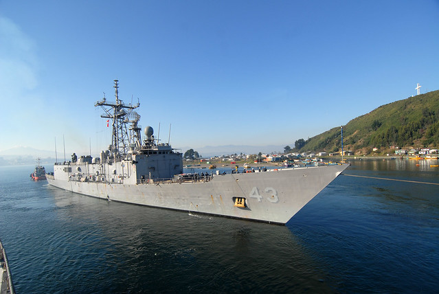 USS Thach (FFG 43) gets underway from Puerto Montt, Chile