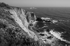 pocket cove (1600 Squirrels) Tags: ocean california bw cliff usa landscape island coast photo lenstagged surf pacific cove marincounty 1600squirrels sfbayarea nocal tomalespoint xsi 3x2 pointreyesnationalseashore canon1022f3545 450d