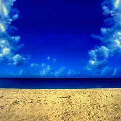 My Summer Desktop (Osvaldo_Zoom) Tags: desktop blue summer fab sky beach colors clouds composition sand nowhere conceptual thatsclassy