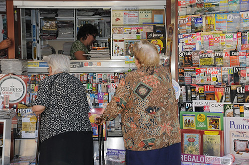 2 women at newsstand web
