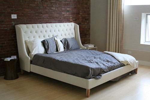 10-6-tufted-bed
