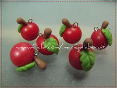 Cerejinhas cintilantes (Alane  maria julia biscuit) Tags: handmade biscuit celular cereja pingente vermelhas porcelanafria coldporcelain cerejinhas mariajuliabiscuit cintilates