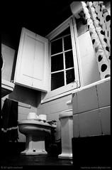 Cierto que éste no es el mejor lugar para descansar... (Nestor@INEDITT) Tags: bw cortina window bathroom ventana curtain toilette wc tiles ducha bidet baño showercurtain azulejos inodoro bidé elclubdelosbañerosinciertos thebathroomasanemotionalshelter