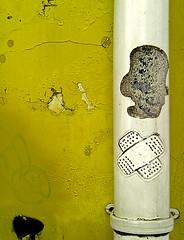 bairro alto#7 (Manlio :&) Tags: muro portugal yellow wall lisboa giallo cerotto lisbona portogallo bairroalto grondaia