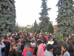 450 élèves des écoles de Saint-Maur avec les directrices et enseignants