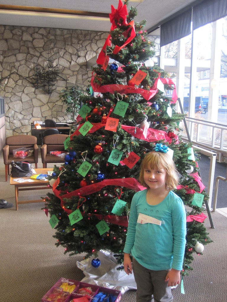 VINA MOSES HOLIDAY GIVING TREE FOR NEEDY CHILDREN