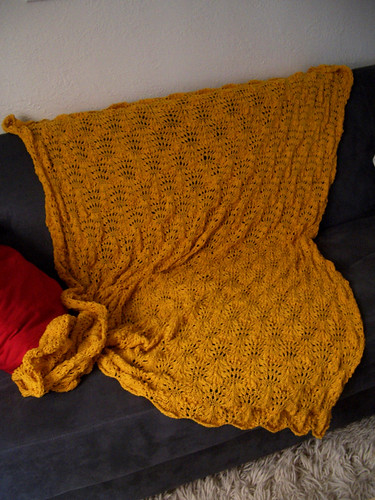 Knit Ostrich Plumes Blanket