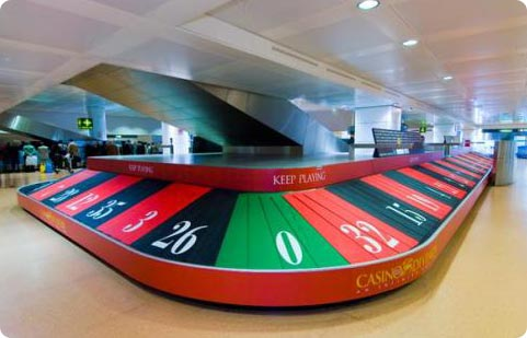 Casino ad running on luggage carousel in Venice airport
