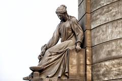 Eterna compañera -2132 (Marcos GP) Tags: marcosgp estatua marmol tumba mausoleo toomb